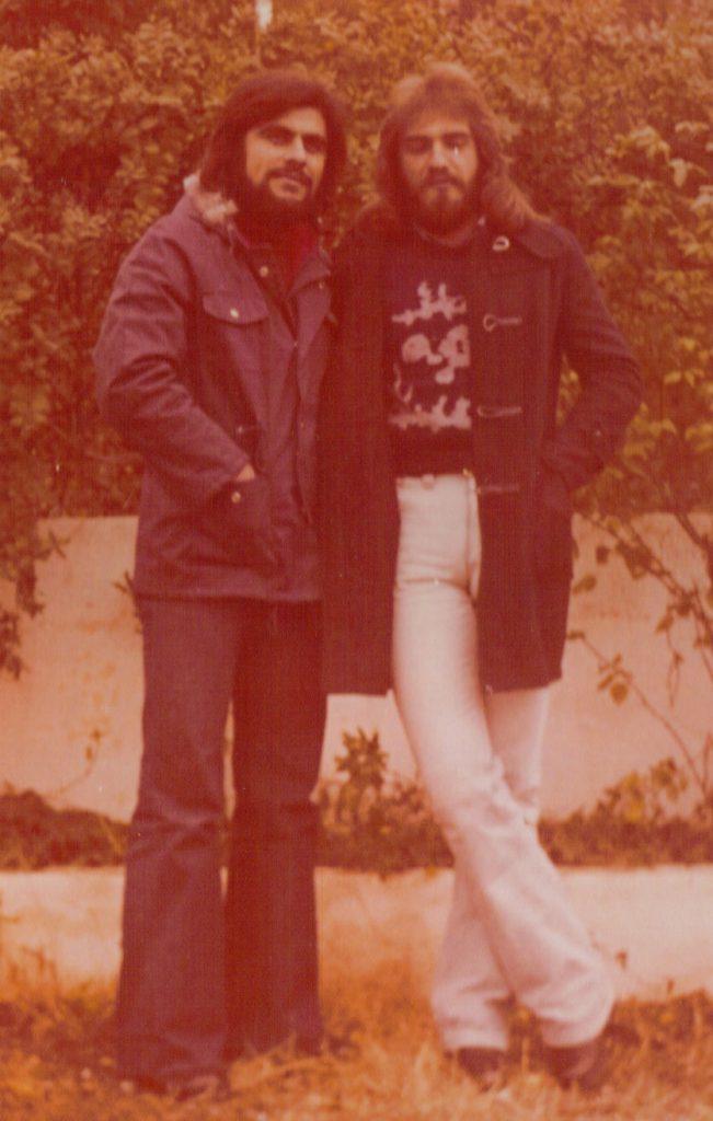 1974 - Βασίλης Τσιβελεκίδης-Γιώργος Σαουλίδης (Πεπόνας ή Ρίνγκο)  Οι έγχρωμες φωτογραφίες ήταν στη μόδα...μαζί με τα μακριά μαλλιά.
